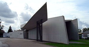 300px-Vitra_fire_station,_full_view,_Zaha_Hadid