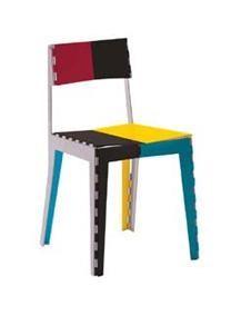 Adam Goodrum - 2008   Stitch Chair  Cadira totalment plegable fabricada amb placa d´ alumini; lacats disponibles en blanc, blau, groc, gris, vermell i negre,  o en una versió multicolor. Peus en polipropilè blanc. Stich Chair  és una nova tipologia de producte que permet, gracies a les seves bissagres, tenir una cadira que pot reduir al mínim les seves dimensions quan es plega. També té un embalatge de cartró personalitzat.
