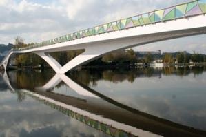 The pedestrian bridge designed by Cecil Balmond in Coimbra, Portuga