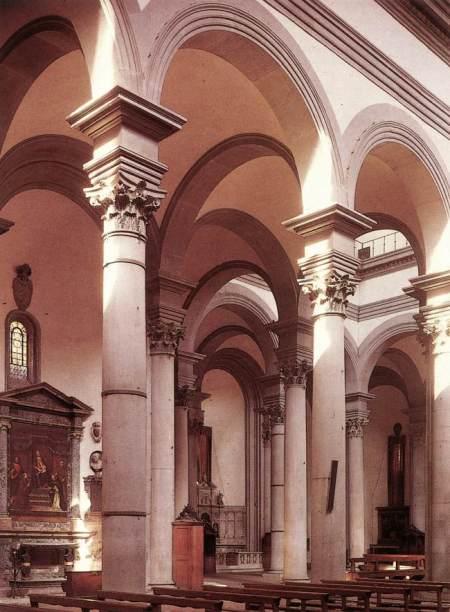 Interior de la Basílica de Santa María del Santo Spirito, Florencia. Brunelleschi empezó a diseñar a principios de 1444. Después de su muerte en 1446, su trabajo fue continuado por sus seguidores Antonio Manetti, Giovanni da Gaiole, y Salvi d´Andrea.